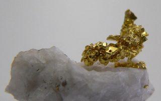 Gold auf Quarz